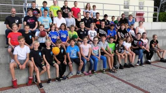 Sportler und Betreuer des WSV Wolfenbüttel mit ihren Gästen aus Cuxhaven und Georgsmarienhütte.