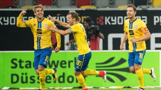 Torschütze Christoffer Nyman (v.l.), Hendrick Zuck und Ken Reichel jubeln nach dem Treffer zur zwischenzeitlichen 2:1-Führung gegen Fortuna Düsseldorf.