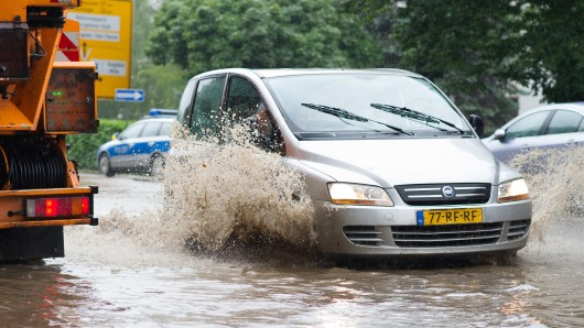 Die B4 musste in der vergangenen Woche nach den sintflutartigen Regenfällen gesperrt werden (Archivbild).