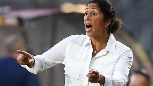 Steffi Jones wird bei der deutsche Frauen-Nationalmannschaft weiter an der Seitenlinie stehen.
