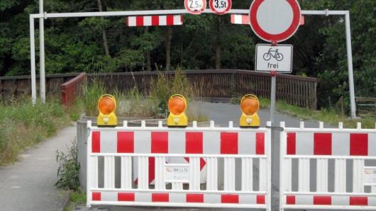 Die gesperrte Brücke bei Leiferde.