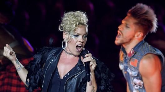 Pink während ihres Konzerts auf der Berliner Waldbühne.
