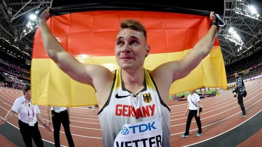 Tränenüberströmt feiert Johannes Vetter sein Speerwurf-Gold.