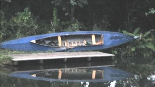 Es handelt sich um dieses Kanu.
