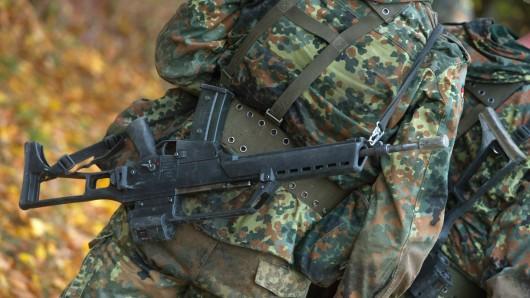 Hitzschlag bei nicht einmal 30 Grad? Die Bundeswehr hält diese Erklärung für die wahrscheinlichste im Fal der vier kollabierten Soldaten, von denen einer gestorben ist.