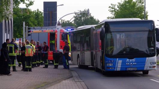 August: Beim Abbiegen von der Kattowitzer in die Bruchmachtersenstraße in Salzgitter-Lebenstedt hat der Bus das Mädchen erfasst.