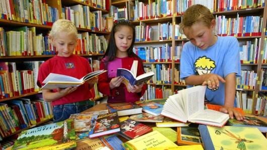 In den Zweigstellen Weststadt und Heidberg gibt es für Kinder ein buntes Ferienprogramm. (Archivbild)