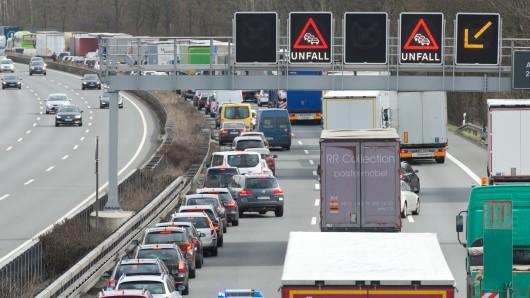 Der Verkehr staute sich am Nachmittag bis zu sieben Kilometern lang (Archivbild).