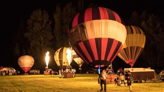 Das Wetter war am Abend zwar nicht ideal - aber es reichte fürs Ballonglühen.