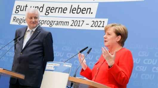 Entscheidet sich am Schicksal des Diesel ein mögliches Regierungsbündnis? Nach der Vorlage von CSU-Chef Horst Seehofer hat Kanzlerin Angela Merkel am Sonntag in Sachen Verbrennungsmotor einiges klargestellt.