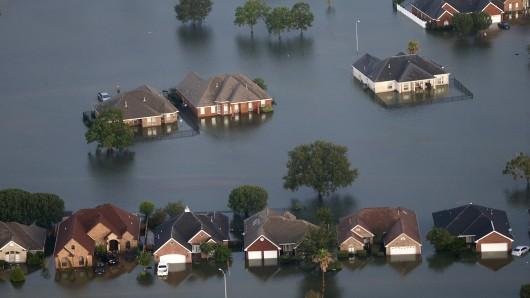 Der Blick am 31. August in Port Arthur (Texas, USA) auf das Ausmaß der Überschwemmung.