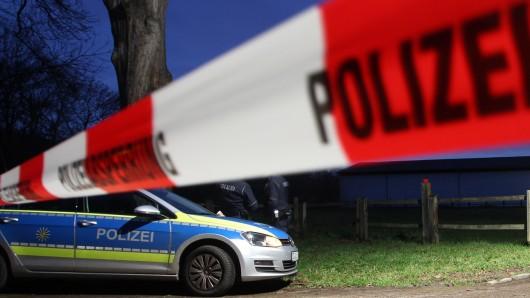 Eine Polizeiabsperrung (Symbolbild).