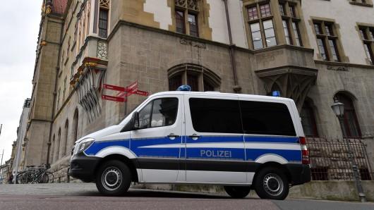 Das Landgericht Halle hat Haftbefehl gegen einen mutmaßlichen IS-Schläfer in Sachsen-Anhalt erlassen.