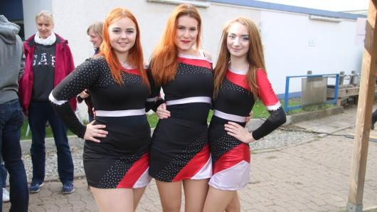 Stina 816), Mareike (27) und Justine (18) von den Dance Cats, dem offiziellen Cheardance-Team der Lions - nicht zu verwechseln mit den pyramidenbauenden Chearleadern.
