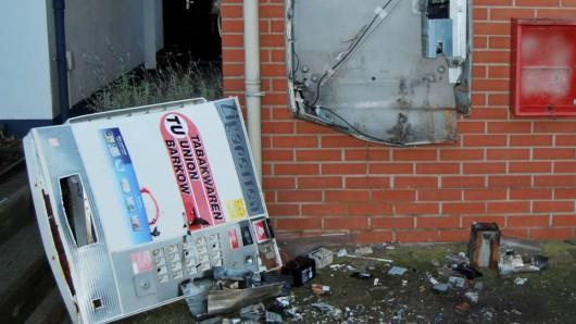 Unbekannte wollten den Zigarettenautomaten sprengen (Symbolbild).