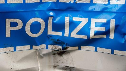 Auf rund 3.000 Euro schätzt die Polizei den Schaden an ihrem Streifenwagen (Symbolfoto).