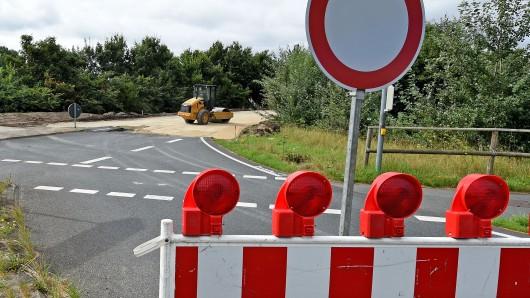Die Landesstraße zwischen den beiden Ortsteilen von Ilsede ist wegen Bauarbeiten gesperrt - die 38-jährige fuhr trotzdem... (Symbolbild).