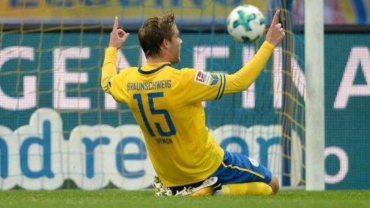 Christoffer Nyman feiert seinen Treffer zum 1:0.