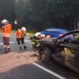 Die Feuerwehr bei Bergungsarbeiten nach einem Unfall auf der B188 bei Leiferde.