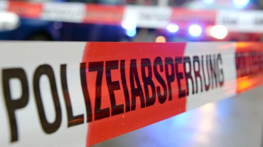 Unbekannte haben das Wohnzimmerfenster eines Einfamilienhauses in Essinghausen eingeworfen und ein Molotow-Cocktail gegen das Haus geworfen (Symbolbild).