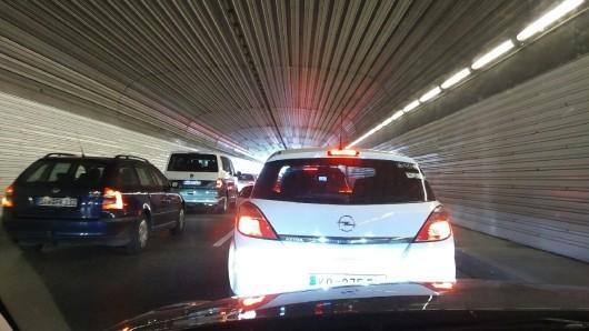 Nächste Woche für Reinigungsarbeiten teilweise gesperrt: Der Heinrich-Nordhoff-Tunnel in Wolfsburg