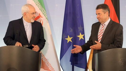 Der iranische Außenminister Mohammed Dschawad Sarif (l.) Und Bundesaußenminister Sigmar Gabriel (SPD) (Archivbild).