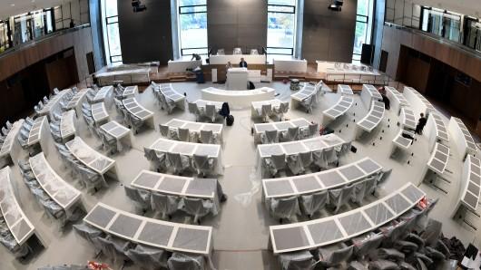 Der künftige Plenarsaal des niedersächsischen Landtags. Hier nehmen auch die 20 Abgeordneten aus der Region38 Platz.