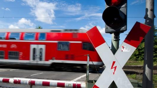 Wegen Testfahrten werden die Bahnübergänge an der Peiner Straße und der Hans-Jürgen-Straße am Sonntag mehrmals für rund 20 Minuten geschlossen (Symbolbild).