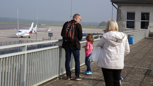 Die Besucherterrasse des Flughafens: Hier geht's eher beschaulich zu - Urlaubermaschinen soll es auch weiterhin nur in Ausnahmefällen geben.