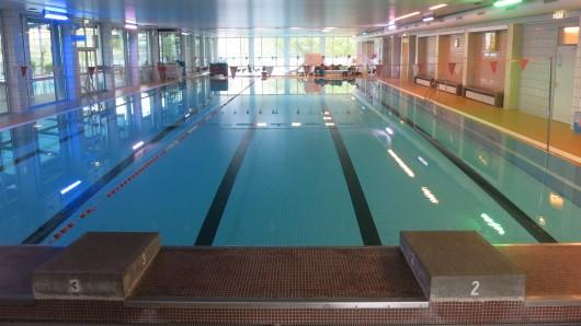 Das Sportbad Heidberg bleibt Anfang Juni für Dreharbeiten geschlossen. (Archivbild)