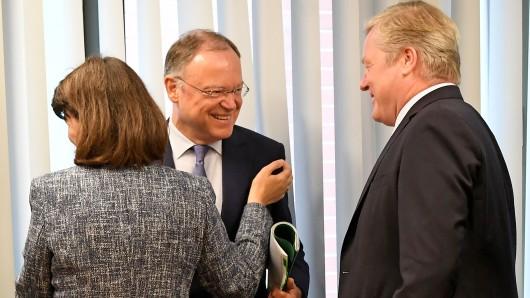 Sie scheinen einen guten persönlichen Draht zueinander gefunden zu haben: Ministerpräsident Stephan Weil (SPD, l.) und sein unterlegener CDU-Herausforderer Bernd Althusmann.
