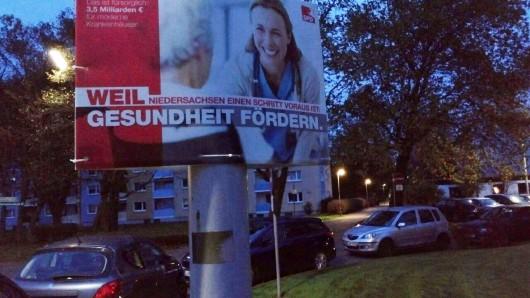 Dieses Plakat warb auch am Samstagmorgen noch für Ministerpräsident Stephan Weil (SPD) - gesehen an der Ecke Magdeburgstraße/Ascherslebenstraße in Braunschweig.