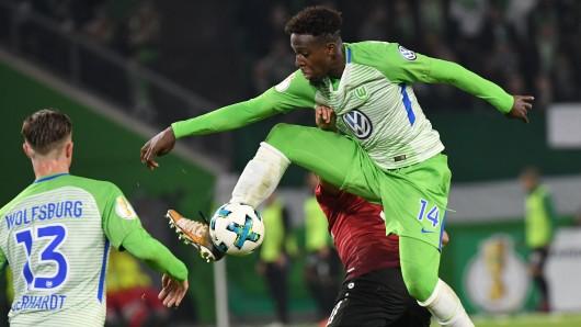 Divock Origi traf in der 93. Minute zum 1:1-Ausgleich für den VfL Wolfsburg (hier in einer Szene im Pokalspiel gegen Hannover 96)