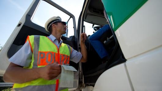 Die Polizei kontrollierte insgesamt 21 Lebensmittel-Transporter (Symbolbild).