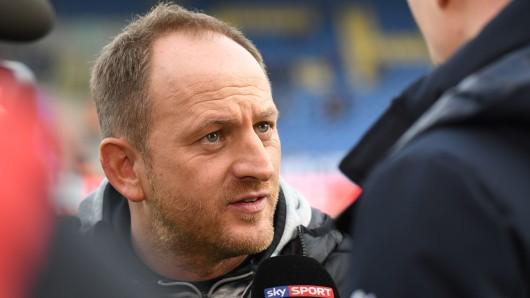 Eintracht-Trainer Torsten Lieberknecht vor dem Spiel gegen den SV Darmstadt 98.