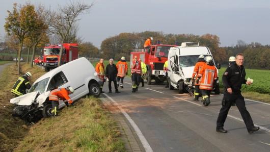 Für die Dauer der Rettungs- und Bergungsarbeiten war die Straße etwa zwei Stunden lang gesperrt.