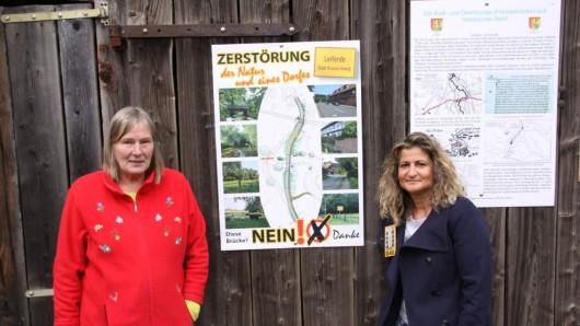 Barbara Lagies (links) und Esra Baris kämpfen vehement gegen die Pläne der Stadt (Archivbild).