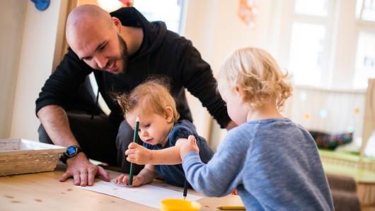 Im neuen Kindergartenjahr müssen Eltern nichts mehr für die Betreuung ihrer Kleinen zahlen. (Symbolbild)