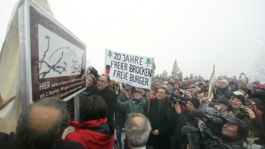 Im Dezember 2009 wurde auf dem Brocken eine Gedenktafel enthüllt - damals feierten die Teilnehmer 20 Jahre freier Brocken.