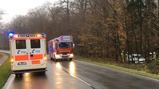 Von der Straße in den Wald: Unfall auf der B244 im Bereich Grasleben/Heidwinkel