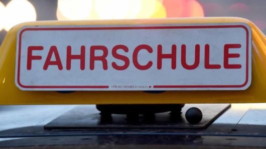 Dieses Schild hätte ein Vater für seine Tochter gerne auf dem Auto gehabt. (Symbolbild)