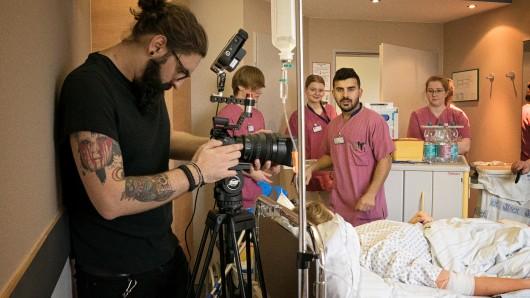 Wer ist hier eigentlich der Bewerber? Jugendliche auf der Suche nach ihrem Traumjob - oder Einrichtungen wie Krankenhäuser, die motivierte Bewerber suchen.