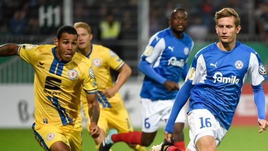 Im August hat die damals favorisierte Eintracht mit 1:2 in der ersten Hauptrunde des DFB-Pokals gegen Holstein Kiel verloren. Hier versucht sich Onel Hernandez durchzusetzen.