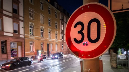 Auf sechs Hauptverkehrsstraßen in Salzgitter gilt künftig statt Tempo 50 nur noch Tempo 30 (Symbolbild).