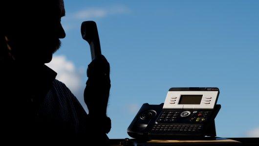 Falsche Polizisten haben Anwohner in Wendeburg und Hohenhameln angerufen (Symbolbild).