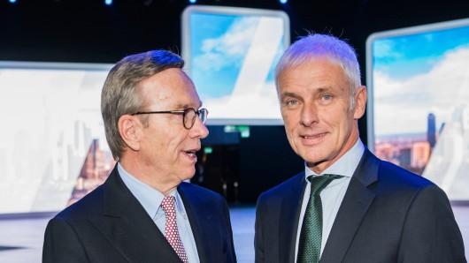 Matthias Müller, VW-Chef, mit Matthias Wissmann, Präsident des Verbandes der Automobilindustrie (Archivbild).