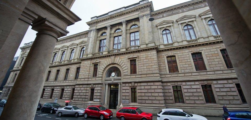 In Braunschweig könnte am Freitag das Urteil gegen zwei mutmaßliche Automatensprenger fallen. (Archivbild.)
