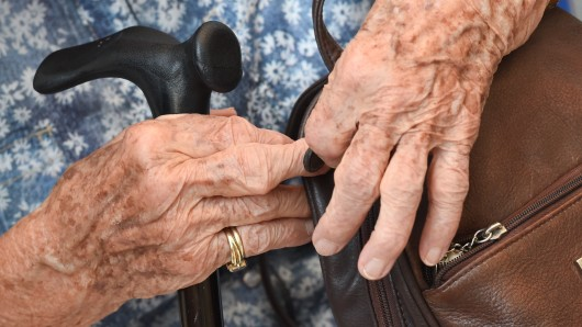 Die Rentnerin hatte 700 Euro in der Tasche (Symbolbild).