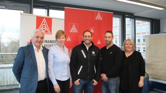 Ronald Owczarek (Siemens), Garnet Alps (IG Metall), Mark Steeger (Volkswagen), Martin Grun (Zollern BHW) und Eva Stassek (IG Metall) bereiten sich auf weitere Verhandlungen vor.