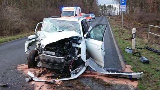 Der in Wolfsburg zugelassene Wagen der 75-Jährigen wurde völlig zerstört.